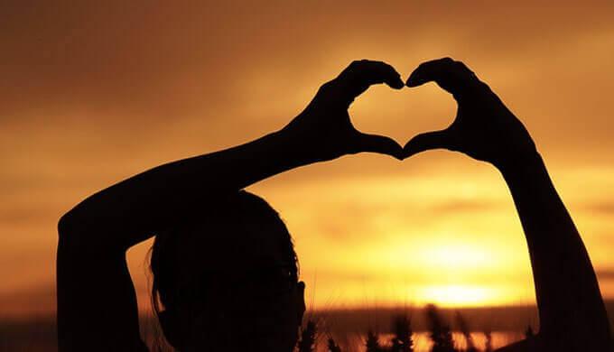 周りの誰からも愛される人の特徴11選。【周りを引きつける魅力】周りの誰からも愛される人の特徴11選。【周りを引きつける魅力】