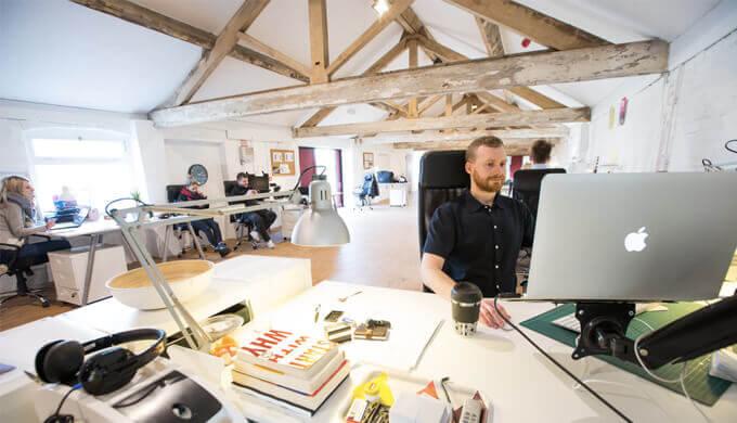 Webディレクターやデザイナーが客先常駐で活躍する方法【常駐ビジネス】